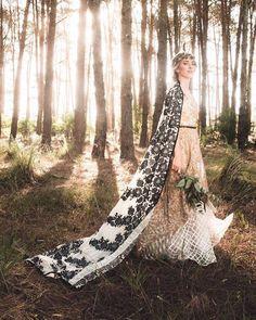 #weddingbouquet #blummflowerco Wedding Bouquets, Wedding Dresses, Boutique, Wedding Day, Dressing, Brides, Outdoor Decor, Instagram Posts, Profile