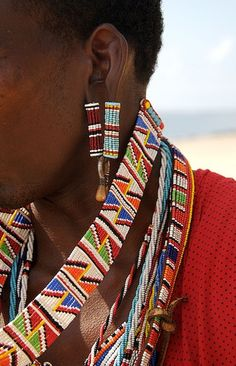 Lamu is an island off the north coast of Kenya, its an old Swahili trading station, very muslim, and the Masai dont naturally belong there, they only come for the tourists. Love the beadwork though. African Jewelry, Tribal Jewelry, Masai Jewelry, African Beads Necklace, African Tribes, African Art, African Style, Bijoux Masai, Costume Africain