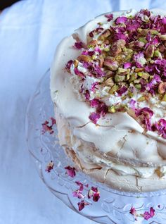 Rose and pistachio pavlova | Figs & Pigs