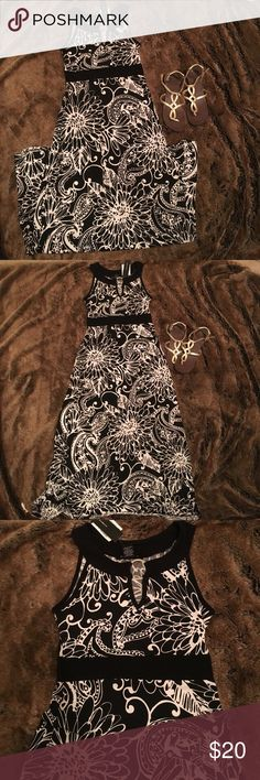 Black and white dress Stretchy material black and white floral print dress Dresses Maxi
