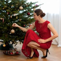 Outfit: Red Christmas | Mood For Style - Fashion, Food, Beauty & Lifestyleblog | festlicher Weihnachtslook mit einem roten Kleid von Ralph Lauren und Swarovsky Schmuck.