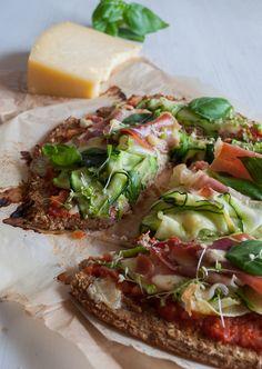 Pizza with a Cauliflower Base * Base de Pizza com Couve-Flôr Muitos de vocês já devem ter visto a versão original desta receita aqui no Gre...