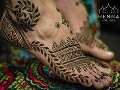 And @polarsling starts off with a bang! Menna for @radiofreaknick #hennafeet #polarsling #henna #mehndi #menna #hennalounge #feet #barefoot #barefootislegal #minnesota #hennaloungetogo #hennapro #artistlife #pedicure #frenchpedicure #midwestlife #hennaworkshop #hennacourse #hennaguru