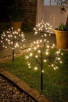 Backyard Solar Lights, Solar Fairy Lights, Outdoor Fairy Lights, Solar String Lights, Backyard Lighting, Backyard Patio, Outside Patio, Garden Art, Garden Design