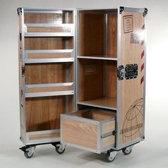 Flugzeugtrolley als Wein-Schrank, MultiCase Wood Wine Crate, - Design Flightcase, Wine cabinet design