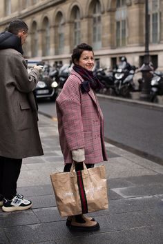 On the Street…Color Story, Paris (The Sartorialist) Milan Fashion Weeks, New York Fashion, Paris Fashion, Winter Fashion, Women's Fashion, The Sartorialist, Scott Schuman, Palais Royal, Paris Love