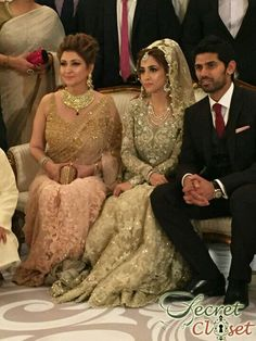This winter wedding season has seen some gorgeous brides tie the knot and amongst the most fashionable bridal moments was Alisha Hashmi, daughter of luxury designer Mina Hasan. Earlier last year we… Pakistani Wedding Outfits, Pakistani Bridal Wear, Pakistani Dresses, Indian Dresses, Desi Bride, Desi Wedding, Wedding Wear, Walima Dress, Pakistani Couture