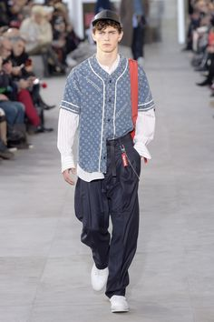 Louis Vuitton and Supreme: a collaboration made in heaven at Paris Men's Fashion Week Mens Fashion Week, Fashion News, Fashion 2017, Louis Vuitton Cap, Baseball Cap Outfit, Sport Outfits, Cap Outfits, Mens Fall, Street Wear