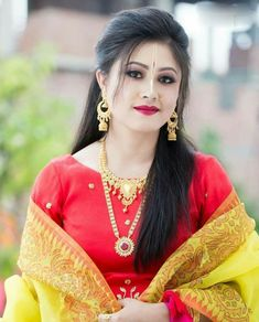 I cant stop laughing With iwomens you will get daily Beauty and Fashion Pictures & tips for womens. Beautiful Girl Indian, Beautiful Saree, Beautiful Indian Actress, Beautiful Actresses, Beauty Full Girl, Beauty Women, Indian Face, Indian Beauty Saree, India Beauty