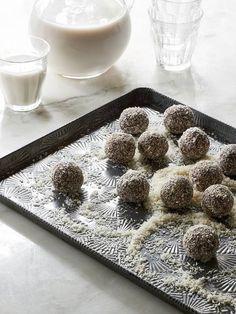 Raw Vegan Schokolade Obst Kugeln durch die Blender Mädchen ||  5 Indulgent Leckereien für die Feiertage, die für Sie wirklich ziemlich gut!  ||  @beardandbonnet