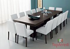 Esta es la mesa que està en el salon, es muy grande y moderna.
