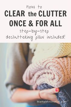 Clear out the clutter once + for all with this step-by-step decluttering plan designed to tidy up every area in your home. Minimalist Home, Minimalist Wardrobe, Minimalist Lifestyle, Declutter Your Home, Konmari, Tidy Up, Home Interior, Simple Living, Getting Things Done