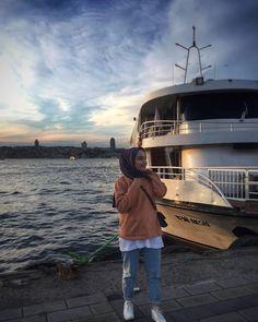 Muslim Women Fashion, Modern Hijab Fashion, Arab Fashion, Casual Hijab Outfit, Hijab Chic, Hijabi Girl, Girl Hijab, Fake Instagram, Simple Hijab