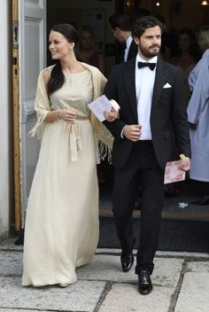 At the wedding of Carl Philip's friend Carl Almgren and Ida Legeryd in May this year, Sofia looked amazing in a dress from the Spanish brand Hoss Intropia.