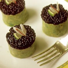 Timbale of Osetra Caviar, Crabmeat, and Avocado by Saveur. One of the prettiest dishes we've ever seen, these savory treats are also one of the tastiest. Foie Gras, Osetra Caviar, Tapas, Appetizer Recipes, Appetizers, Snack Recipes, Caviar Recipes, Luxury Food, Cupcakes