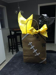 Hey fans here is a Football Snack Helmet Recipe you can use for super great nachos. You will get invited to more game day parties and when asked I have always said secret family recipe. Football Goody Bags, Football Treats, Football Spirit, Football Cheer, Football Boys, Goodie Bags, School Football, Football Season, Gift Bags