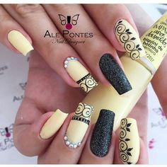 30 ideas which nail polish to choose - My Nails Fancy Nails, Bling Nails, Trendy Nails, Gold Nails, Hair And Nails, My Nails, Nail Designer, Yellow Nails, Yellow Glitter