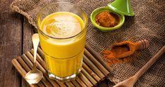 La ricetta del Latte d'Oro (Golden Milk) serve per migliorare l'elasticità alle giunture e alla schiena, riduce le infiammazioni e previene il cancro.