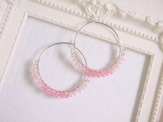 Etsy の Silver Hoop Pink Glass Beads Earring by KaoriDesign