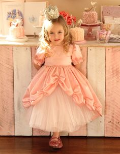 princess dress tutorial - would make for a gorgeous Christmas dress with some red satin.