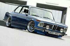 BMW E21 3 series blue slammed
