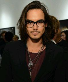 Tyler J Blackburn, aka Caleb from Pretty Little Liars. Why you so sexyy?
