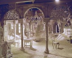 From Provincial to Palatial: Eclectic Russian Decor Can't you just picture this as an abandoned room in the beast's enchanted castle? Abandoned Buildings, Abandoned Castles, Old Buildings, Abandoned Places, Old Mansions, Abandoned Mansions, Foto Picture, Haunted Places, Spooky Places