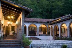 Spanish style homes – Mediterranean Home Decor Hacienda Style Homes, Spanish Style Homes, Spanish House, Spanish Colonial, Patio Design, Exterior Design, House Design, Style At Home, Mexico House