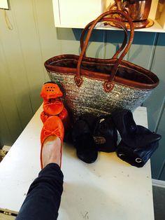 Ballerina i skinn⭐️ Ballerina, Tote Bag, Bags, Handbags, Ballet Flat, Totes, Ballerina Drawing, Bag, Tote Bags