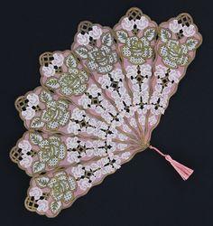 Antique Fans, Vintage Fans, Vintage Gothic, Vintage Items, Hand Held Fan, Hand Fans, I Cool, Cool Stuff, Parchment Craft
