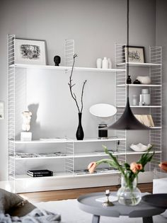 Scandinavian home stylish with light gray walls Rugs In Living Room, Home And Living, Living Room Decor, Home And Family, String Regal, String Shelf, Decoration Ikea, Light Grey Walls, Scandinavian Home