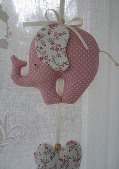 Mobile - Elefantinho Rosa e Corações