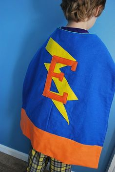 NENAAA LE PODEMOS PONER LAS LUCES PULCERA DE FIESTA.. SE QUIEBRAN EL MISMO DIA Y VA BRILLANDOOOO Superhero #costume #diy