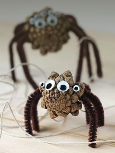 Pine Cone Spiders: A Creepy Nature Craft for Kids via @https://www.pinterest.com/fireflymudpie/
