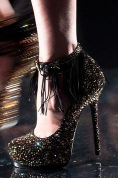 889 Best Avant Garde Shoes A Go Go images   Fashion shoes, Shoe ... 54c1ca4228