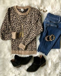 leopard sweater and jeans - simple and stylish thanksgiving outfit ideas - This is our Bliss On the hunt for cute Thanksgiving outfit ideas? See 4 cute Fall looks that can be worn on Thanksgiving Day, as well as date night or girls night out! Leopard Print Outfits, Animal Print Outfits, Leopard Sweater, Leopard Shoes Outfit, Flats Outfit, Animal Print Fashion, Fall Winter Outfits, Autumn Winter Fashion, Winter Fashion Casual
