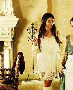 """Lady Kenna wearing the Free People Shirred Peasant Tunic - """"Snakes in the Garden"""" Season Episode 2 Red Queen, Queen Mary, Celina Sinden, Lady Kenna, Ashara Dayne, Caitlin Stasey, Reign Tv Show, Reign Dresses, Reign Fashion"""