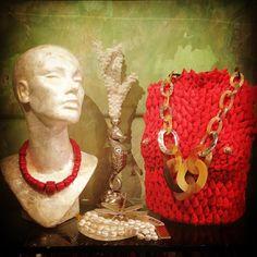 Bijoux Salamastra, da sinistra: Collana in bambù di corallo, bracciale di perle scaramazze e collana in corno e argento.  Salamastra jewelry creations, from left:  Necklace in bamboo coral, bracelet in baroque fresh water pearls and necklace in horn and silver.