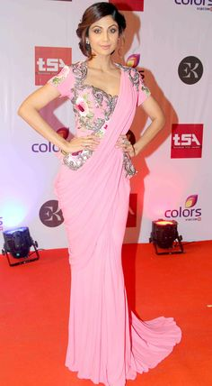 Shilpa Shetty opted for a pink saree gown with floral embroidery by designer Monisha Jaising from her Couture 2014 collection. Sari Blouse Designs, Saree Blouse Patterns, Saree Draping Styles, Saree Styles, Indian Dresses, Indian Outfits, Shilpa Shetty, Sonakshi Sinha, Saree Gown