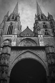 cathédrale + bayonne + pouvoir + blackwhite