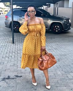 Image may contain: 1 person, standing and outdoor Classy Dress, Classy Outfits, Chic Outfits, Beautiful Outfits, Fashion Outfits, Work Outfits, Dress Outfits, Short African Dresses, African Fashion Dresses