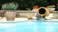 Aménagement pour sublimer la piscine // http://www.deco.fr/diaporama/photo-10-nouveautes-deco-pour-sublimer-la-piscine-73631/boules-lumineuses-blanches-bord-de-piscine-maisons-du-monde-1044013/#slideshow_trans