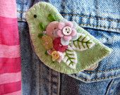 Brighten up your wardrobe with this adorable felt brooch. He's hand embroidered and arrives at your door attached to a decorative card all ready for gift giving. Bird Crafts, Felt Crafts, Fabric Crafts, Sewing Crafts, Wool Applique Patterns, Felt Patterns, Fabric Brooch, Felt Brooch, Fabric Birds