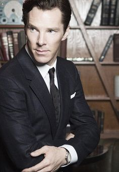Benedict Cumberbatch well tailored and gorgeous! >> And with books in the background. That always makes a photo better.