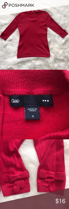 GAP Women's 3/4 Sleeve Raspberry Sweater Top Small Beautiful women's GAP pullover sweater, size small. Lovely raspberry color. 3/4 sleeves with bows on ends-see pics. Gold zipper partially up the back. Comes from clean, smoke free home. Open to offers/bundles, message me with questions :) GAP Sweaters Crew & Scoop Necks