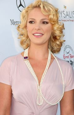 Discover the most famous, rare and inspirational Katherine Heigl Quotes, Phrases and Sayings. Here are the Top 10 Best Quotes by Katherine Heigl. Katherine Heigl, Izzie Greys Anatomy, Actrices Sexy, Classy Women, Beautiful Actresses, Beauty Women, Beautiful Women, Celebs, Hair Styles