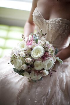 white and sparkly bridal bouquet #wedding