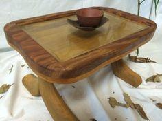 ケヤキとキリを使ったテーブル。天板にガラスを入れて展示スペースを。脚は人の字のように、滑らかな曲線をした木材を研磨したものです。お気に入りの小物をいくつか、並... ハンドメイド、手作り、手仕事品の通販・販売・購入ならCreema。