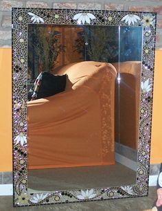 Espejo realizado con vidrio, venecitas,azulejos y espejitos