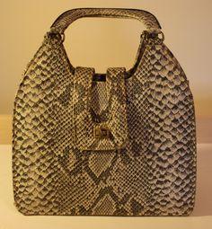 black and white snakeskin vintage handbag Vintage Handbags, Roxy, Snake Skin, Vintage Black, Tote Bag, Black And White, Retro, Fashion, Moda